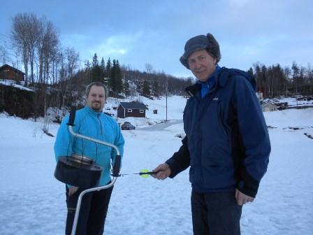 f.v. Ivan Kleven og Steinar Strand på Valvatnet