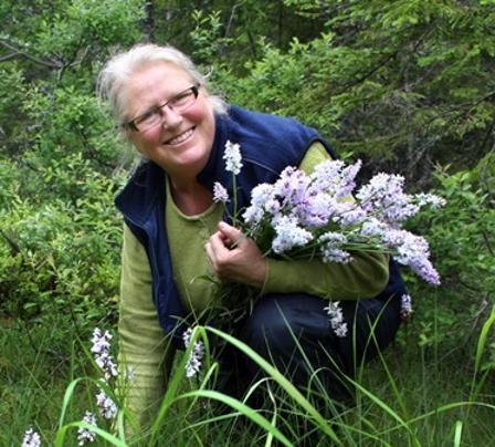 Kari Rudi med orkidéer