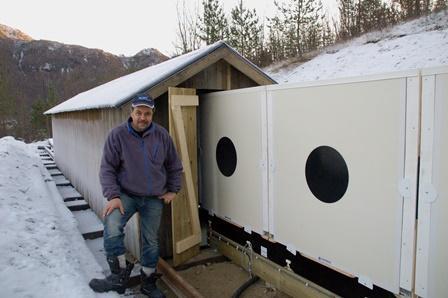 Ingvar Sørfjord viser fram elektroniske skiver