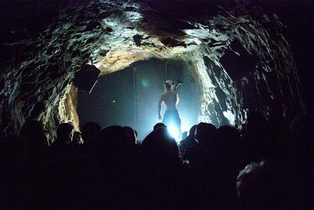Forestilling i tunnelen under Kobbelv vertshus