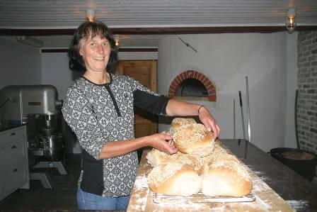 Borghild Wingan selger brød