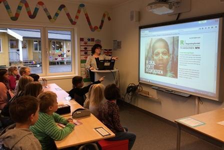 Elever ved Røsvik skole lærer om regnskogen