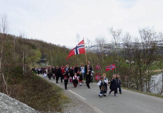 17. mai-tog på Strøksnes 2015