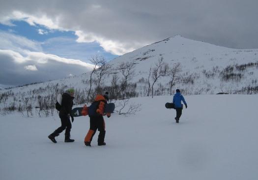Elevene sto på snowboard