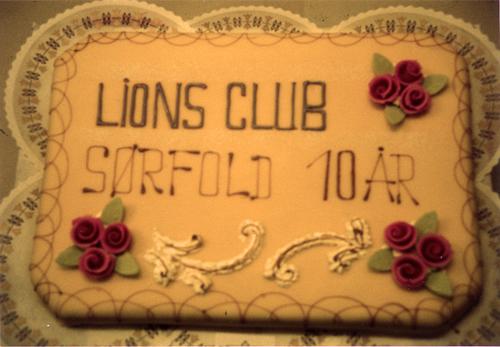 Kake til Lions`10-årsjubileum