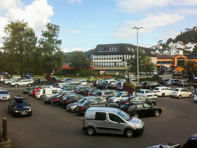 Parkering i sentrum utenfor rådhuset