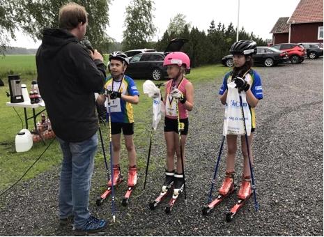 Lidköpings VSK:s egna ungdomar Björn Johansson, Stella Wilhelmsson och Anna Johansson efter målgång på Rådarullen. FOTO: Lidköpings VSK.