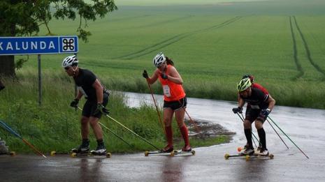 Olivia Hansson på väg mot seger i damklassen. FOTO: Lidköpings VSK.