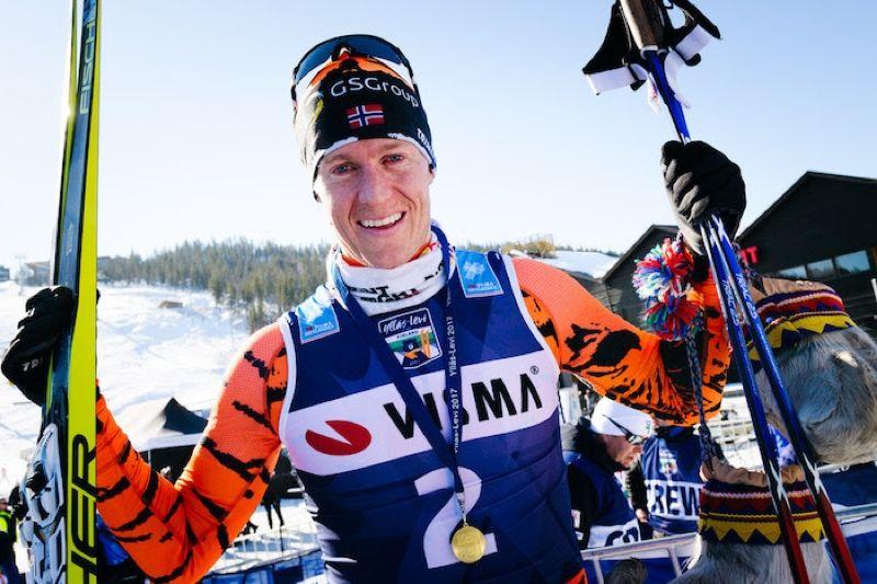 Petter Eliassen flaggar för att karriären är över i Ski Classics fredagsintervju. FOTO: Magnus Östh.