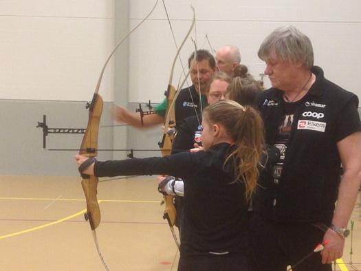 Sørfold Bueklubb instruerer