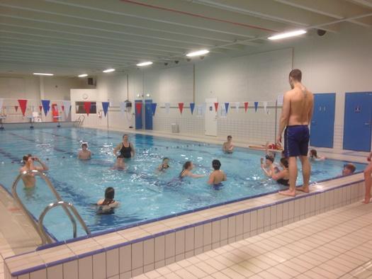 Bassengaktivitet med Fauske Svømmeklubb