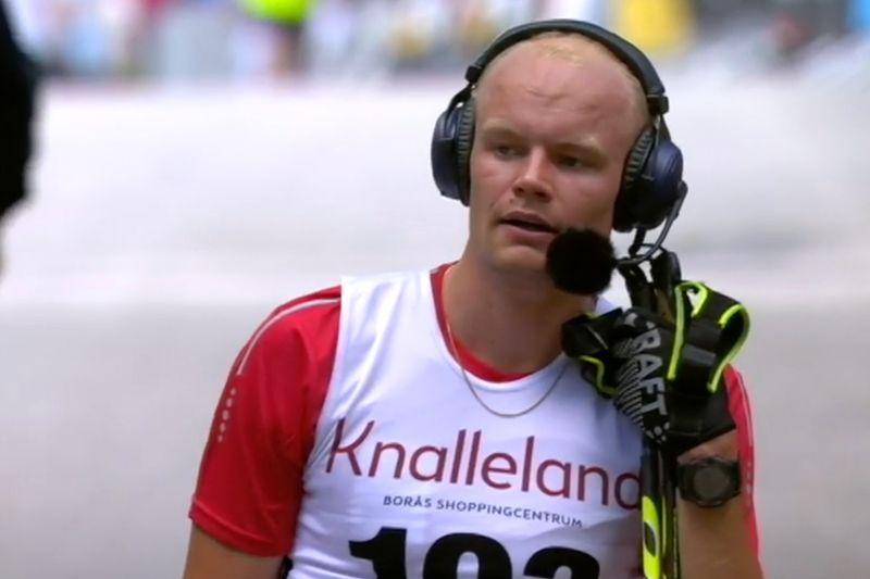 Karl-Johan Westberg intervjuas efter guldet vid SM på rullskidor på hemmaplan i Borås. Blir det ett nytt guld i Helsingborg? FOTO: Från SVT:s sändning.