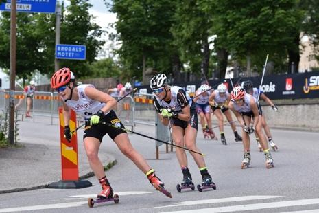 Helene Söderlund drar före Maja Dahlqvist. FOTO: Rolf Zetterberg.