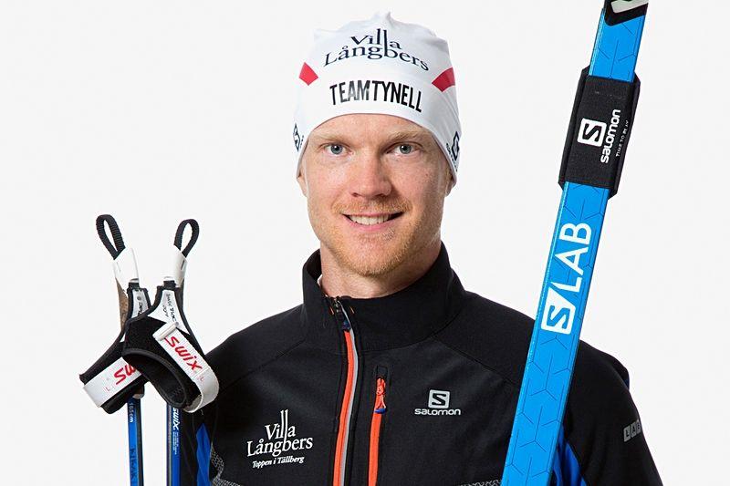 Jens Eriksson byter både team och skidor inför vintern. Dala-Floda-sonen kommer att åka i Team Tynells färger och med Salomon-skidor. FOTO: Fotograf Heléne, Falun.