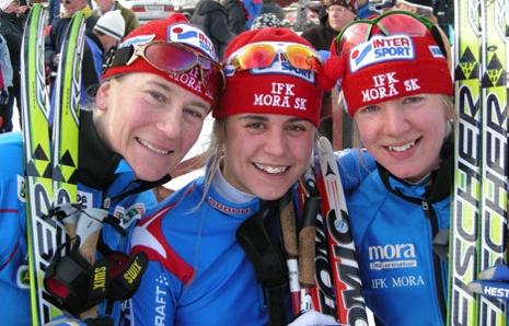 Ett fint minne för Elin är segern på SM-stafetten i Falun 2008 tillsammans med Anna Haag och Sofia Bleckur. Elin var då snabbare än Charlotte Kalla på andrasträckan. FOTO: Johan Trygg/Längd.se.