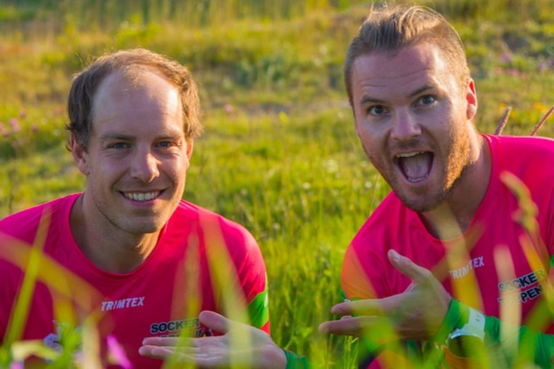 Robin Bryntesson kan stolt presentera Anton Karlsson som ny åkare för sitt Sockertoppen IF. Känns som ett vasst par till SM-stafetten i teamsprint. FOTO: Sockertoppen IF.