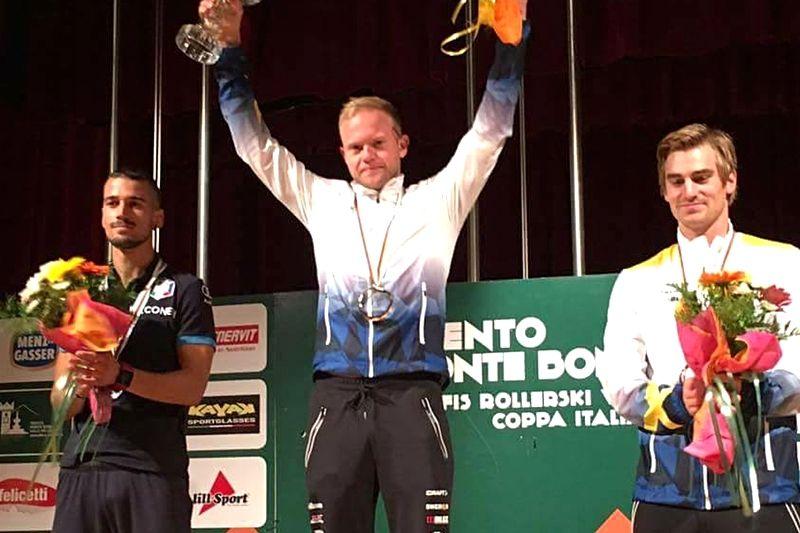 Robin Norum tog tredje raka totalsegern i rullskidvärldscupen. Tvåan italienaren Emanuele Becchis och trea Victor Gustafsson. FOTO: Svenska skidförbundet.