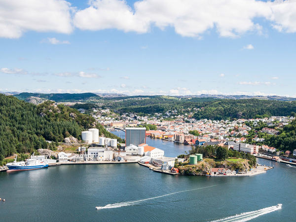 Flyfoto av Egersund havn
