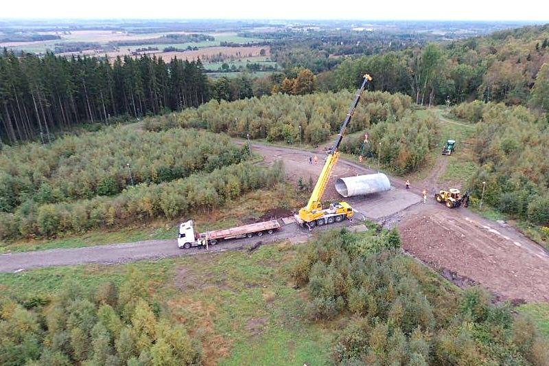 Ombyggnationer av spåren och kanonsnöanläggningen på Mösseberg pågår för fullt. Spåren kommer användas till vinterns Tour de Mösseberg och USM 2019. FOTO: Falköpings AIK Skidor.