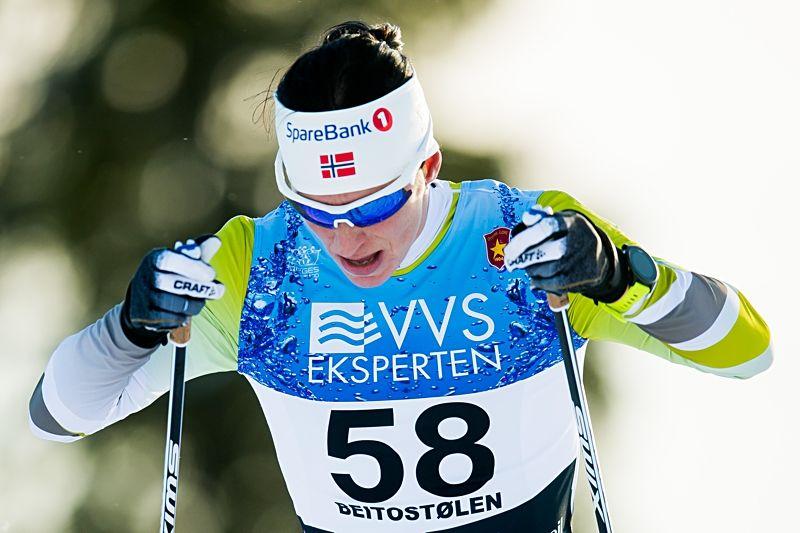 Marit Björgen på väg mot en överlägsen seger vid den norska säsongspremiären i Beitostölen. FOTO: Jon Olav Nesvold/Bildbyrån.