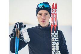 Vitamin Well satsar hårt på längdåkning. Calle Halfvarsson är ny ambassadör, så också Anna Dyvik. FOTO: Vitamin Well.