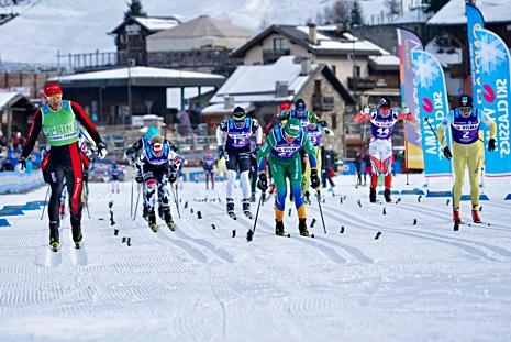 Andreas Nygaard, längst till vänster, tog hem klungspurten i Sgambeda. Skymd bakom honom är hans teamkompis Oskar Kardin som blev bäste svensk som femma. Fredrik Byström (12) slutade sexa. FOTO: Magnus Östh.