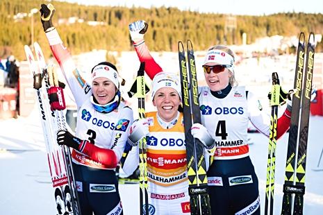 Jublande topptrio i Lillehammer: Weng, Kalla och Haga. FOTO: Jon Olav Nesvold/Bildbyrån.