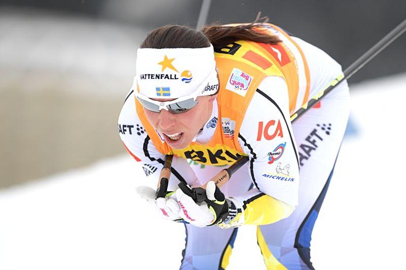 Charlotte Kalla på väg mot åttondeplatsen på 10 kilometer skejt i Davos. FOTO: Jon Olav Nesvold/Bildbyrån.