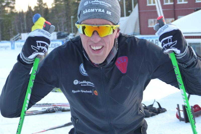 Calle Halfvarsson och de andra landslagsåkarna kliver på snö i Sognefjell redan nu. FOTO: Johan Trygg/Längd.se.