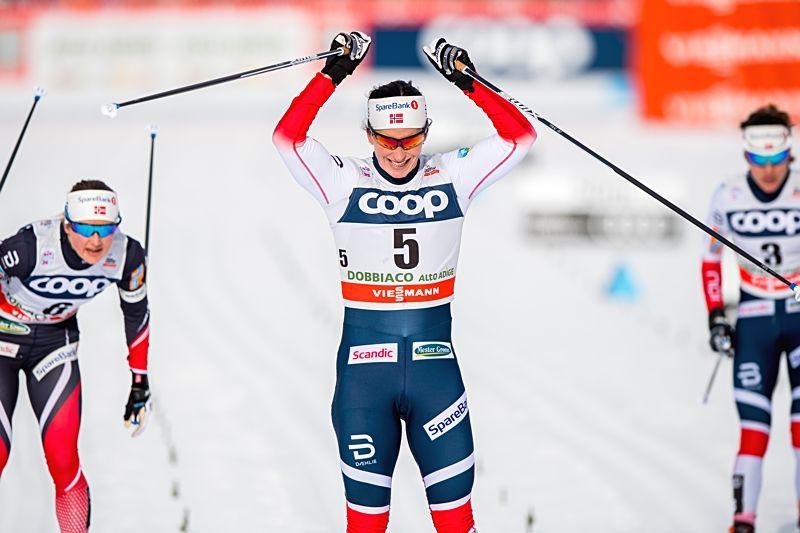 Marit Björgen spurtade hem segern i Toblach före Ingvild Flugstad Östberg och Heidi Weng. FOTO: Jon Olav Nesvold/Bildbyrån.
