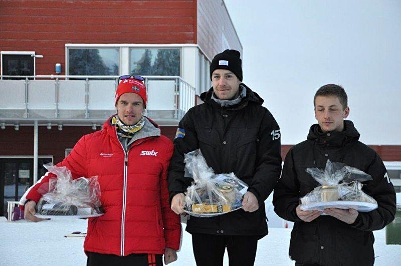 Herrpallen på Östersund Classic: Tvåan Oskar Kardin, ettan Anton Karlsson och trean Oscar Persson. FOTO: Östersunds SK.