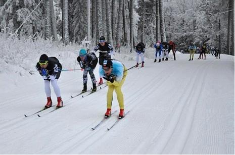 Topptrion till vänster i samma ordning som de kom i mål: Anton Karlsson, Oskar Kardin och Oscar Persson. Till höger i gult fyran Stian Hoelgaard. FOTO: Östersunds SK.