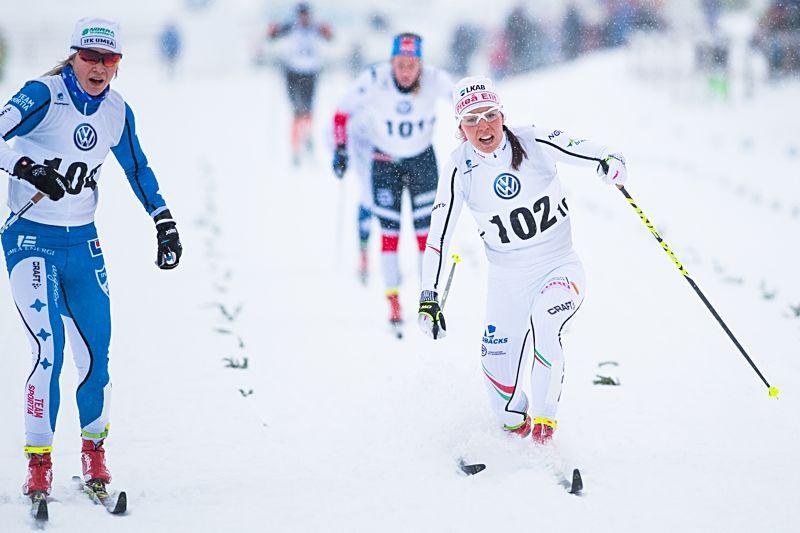 Jonna Sundling knep andraplatsen vid Skandinaviska cupen sprint i Piteå precis före Charlotte Kalla. FOTO: Simon Eliasson/Bildbyrån.