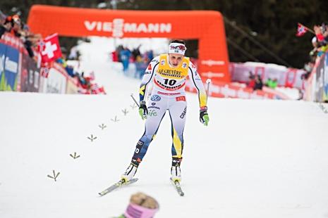 En utpumpad Anna Haag korsar mållinjen som tolva. FOTO: Jon Olav Nesvold/Bildbyrån.