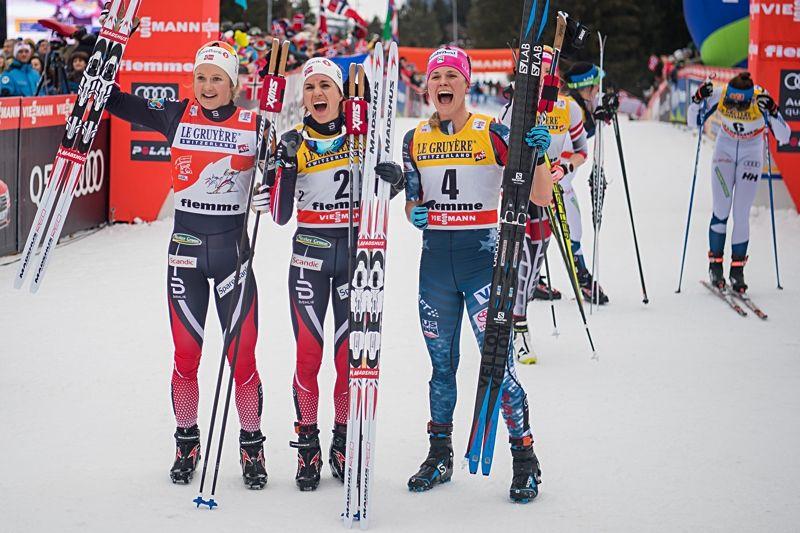 Heidi Weng vann Tour de Ski för andra året i rad. Här jublar hon tillsammans med tvåan Ingvild Flugstad Östberg och trean Jessica Diggins. FOTO: Jon Olav Nesvold/Bildbyrån.