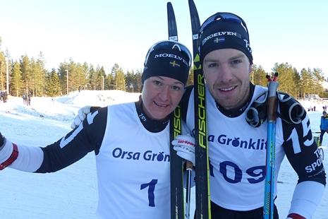 Anton Karlsson och Britta Johansson Norgren trivs i Grönklitt. Bilden är från när duon vann Grönklittspremiären i november. I söndags tog de en ny dubbel i Grönklitt vid Axa Ski Marathon. FOTO: Johan Trygg/Längd.se
