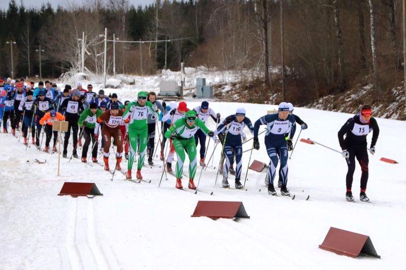 Starten för Roslagsloppet 2017. I år flyttas tävlingen till Gimo där man kör loppet på en varvbana. FOTO: Roslagsloppet.