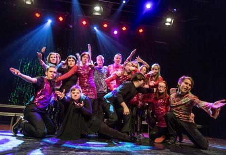 Den populära showgruppen Revyresan, från Borlänge, kommer också att bidra till att öka stämningen i Svenska Skidspelens after ski. FOTO: Henrik Hansson.