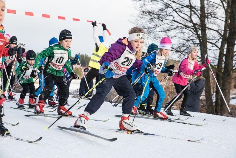 Många unga skidåkare i stockholmstrakten gör sin tävlingsdebut under HuvudstadsCrossen. FOTO: Henrik Rådmark.