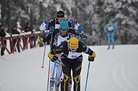 Andreas Svensson drog upp spurten men fick sen ge sig mot Ludwig Tärning och segraren Fredrik Byström. FOTO: Johan Trygg/Längd.se.