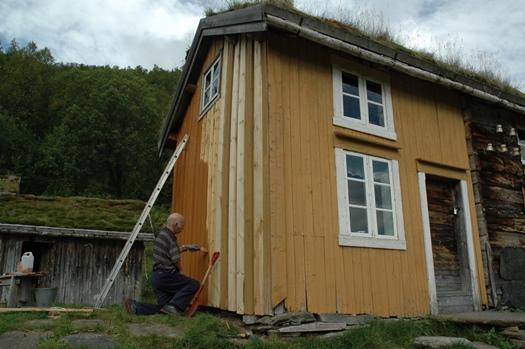 Per Arne maler våningshus