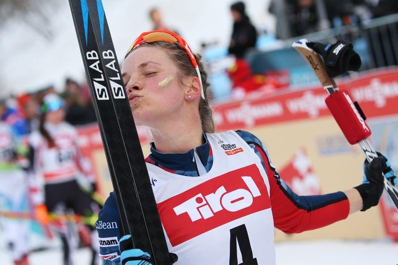 Jessica Diggins spurtade hem segern på masstarten vid för-VM i Seefeld. FOTO: Mathias Mandl/Gepa Pictures.