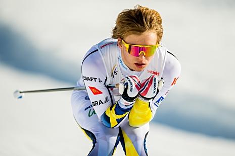 Gustaf Berglund var ensam i det nästa hundra man stora startfältet att åka på blanka skidor. Det räckte till 18:e plats. FOTO: Vegard Wivestad Grött/Bildbyrån.