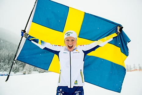 En jublande glad guldmedaljör. FOTO: Vegard Wivestad Grött/Bildbyrån.