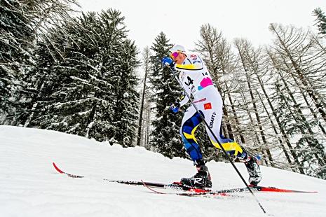 Eric Rosjö på väg mot elfte plats i juniorkillarnas skiathlon-lopp. FOTO: Vegard Wivestad Grött/Bildbyrån.
