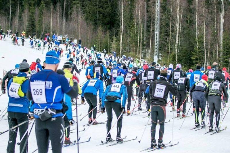 Västgötaloppet flyttas två veckor framåt i hopp om kyla så man kan producera konstsnö vid Lassalyckan i Ulricehamn. FOTO: Västgötaloppet.