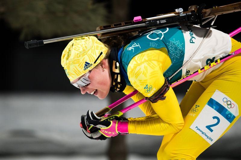 Hanna Öberg på väg mot en sjundeplats i OS-debuten. Hanna var bara millimeter från en OS-medalj när hon bommade ett skott på sista skjutningen. FOTO: Joel Marklund/Bildbyrån.