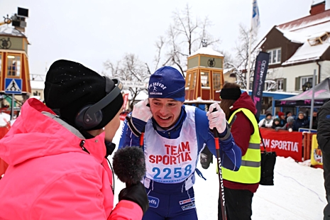 Axel Bergsten gjorde vinterns bästa lopp när han utmanade Jimmie Johnsson hela vägen till upploppet. FOTO: Samira Jonsson Orfanidis/Sveriges Radio.