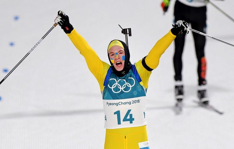 Sebastian Samuelsson jublar som silvermedaljör på OS i Sydkorera efter ett superlopp i jaktstarten. FOTO: Jon Olav Nesvold/Bildbyrån.