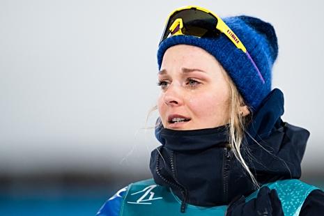 En känslosam Stina Nilsson vid ceremonien vid stadion. FOTO: Carl Sandin/Bildbyrån.